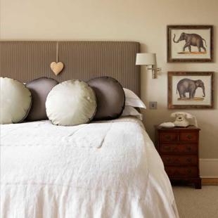 Metallic-bedroom.jpg_e_9c53654d7f7c9c72667efde1daba6b35