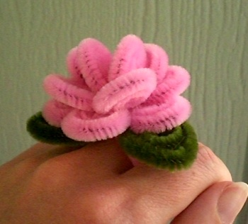luckily i had a healthy stash of pink pipe cleaners. & pretty little things: pipe cleaner dreams