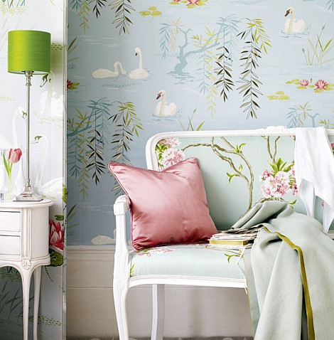 Cute-romantic-bedroom-light-blue-green-with-swan-wallpaper-2